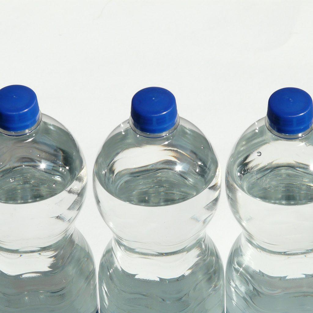 Les bouteilles d'eau en plastique: une aberration