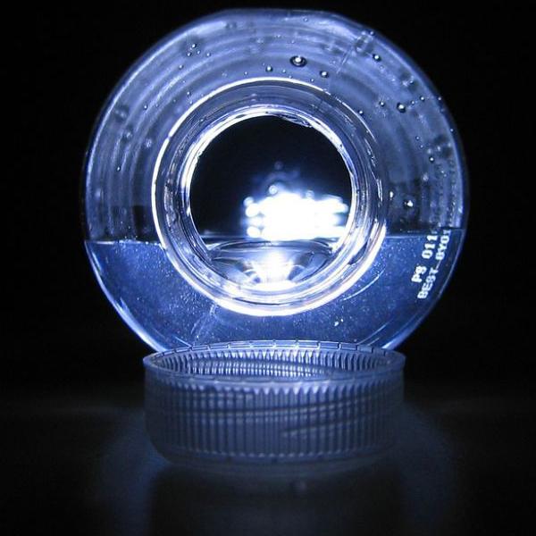 L'eau en bouteille deux fois plus contaminée par des particules de plastique qu'au robinet